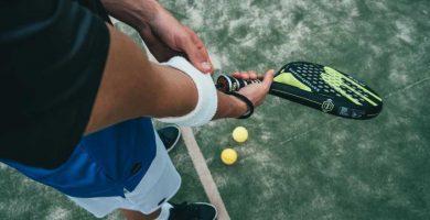 cuál es la diferencia entre pelotas de tenis y padel